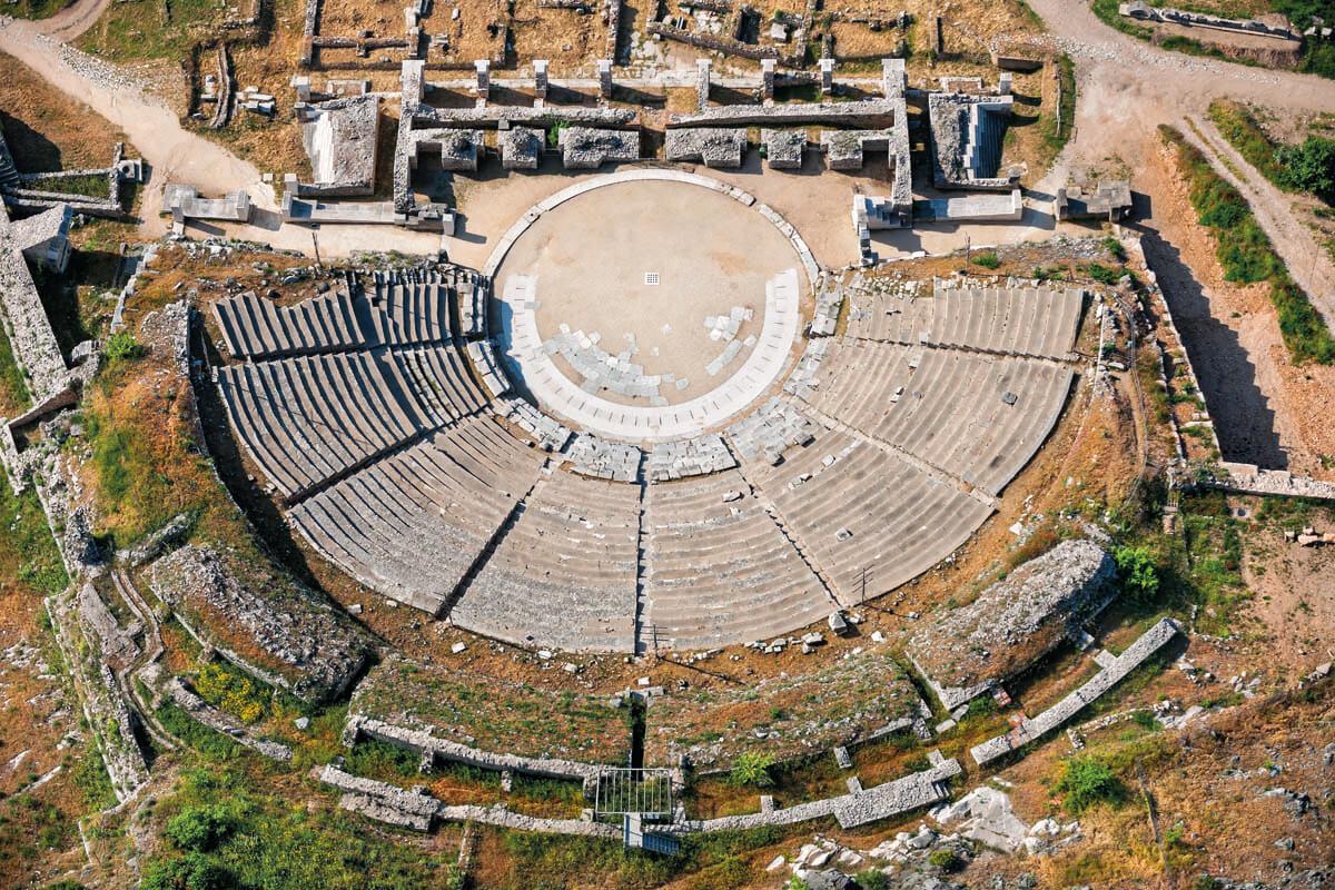 Античный театр в Филиппах - фотография Яниса Янелоса