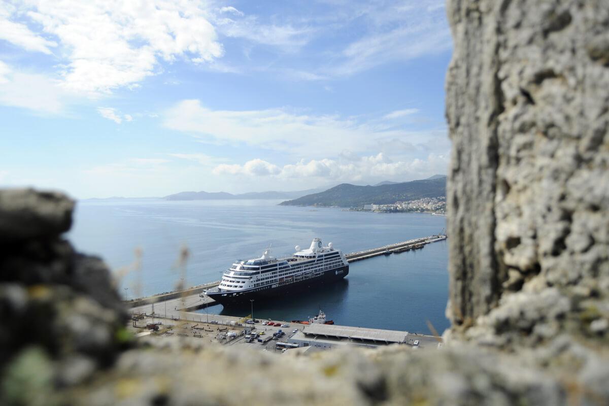 Θέα στο λιμάνι από το φρούριο - φωτογραφία Ντίνος Θωμαδάκης
