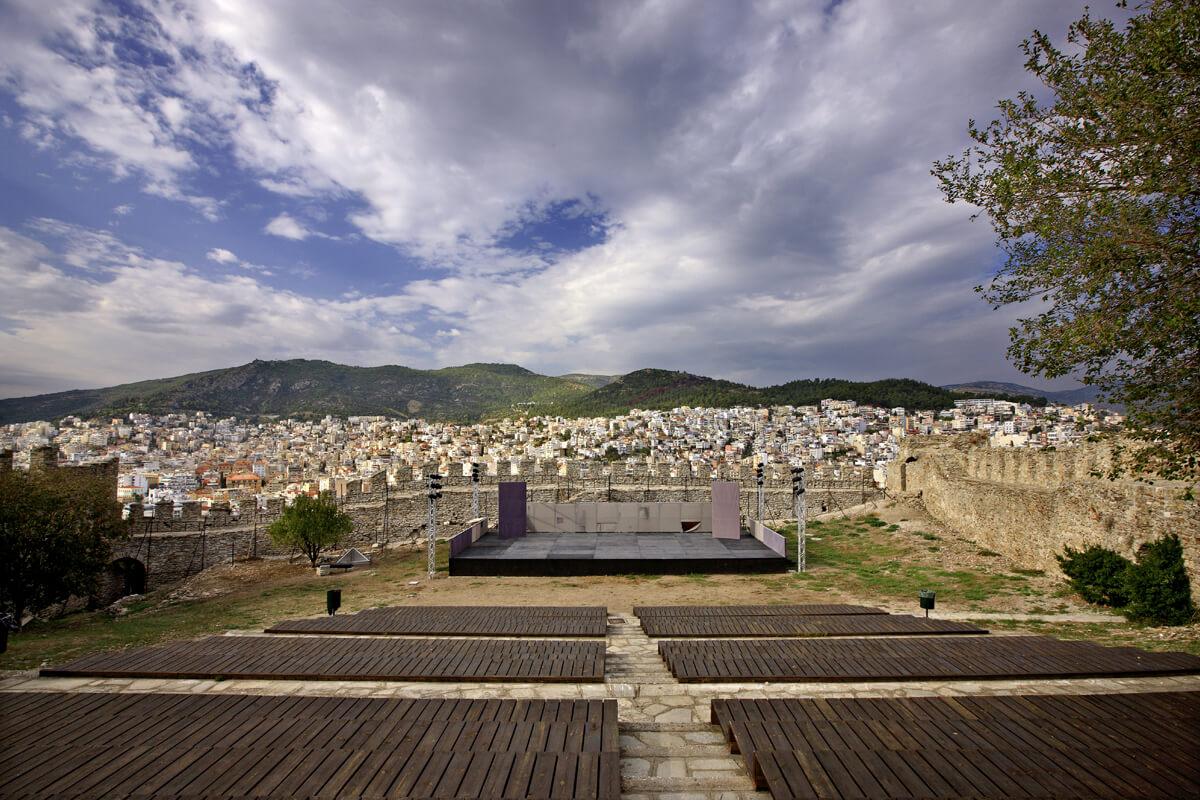 Χώρος εκδηλώσεων στον εξωτερικό περίβολο - φωτογραφία Ηρακλής Μήλας