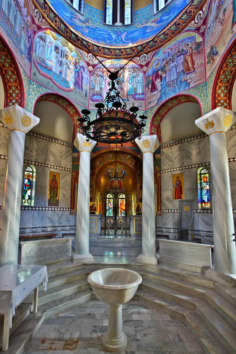 Εσωτερικό Ιερού Βαπτιστηρίου Αγίας Λυδίας της Φιλιππησίας - φωτογραφία Ηρακλής Μήλας