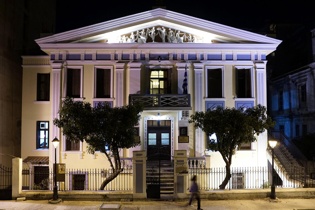 Δημοτικό Ωδείο το βράδυ - φωτογραφία Αχιλλέας Σαββόπουλος