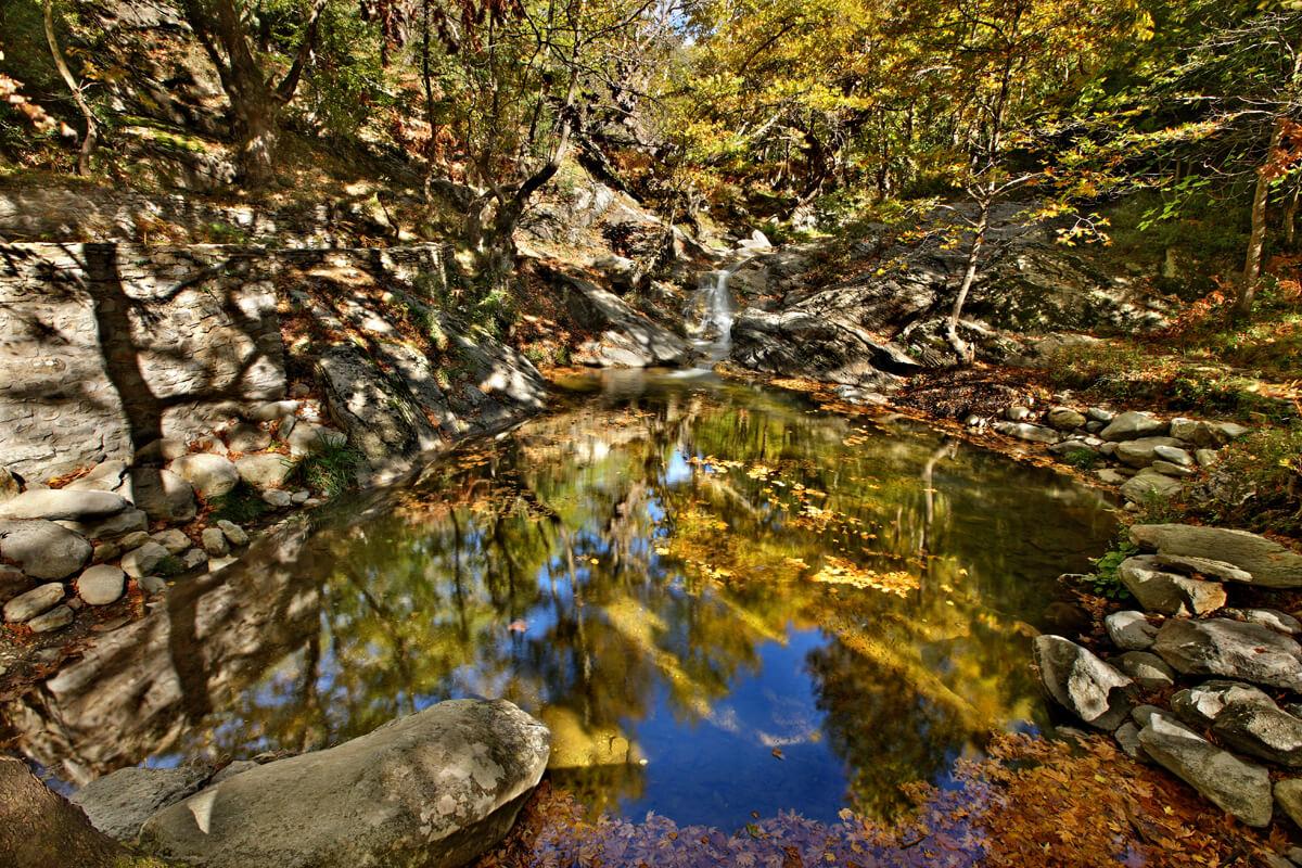 Τρεχούμενα νερά και βάθρες στο όρος Παγγαίο - Φωτογραφία Ηρακλής Μήλας