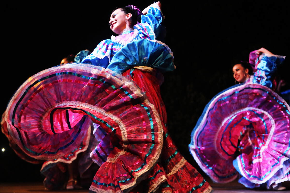 Χορεύτριες - Φωτογραφία Ηλίας Κοτσιρέας