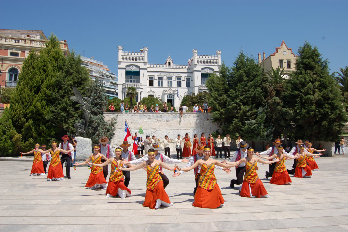 Cosmopolis partisipants from Chile at the Municipal Gardens of Kavala - Photo from Dimofelia's archive