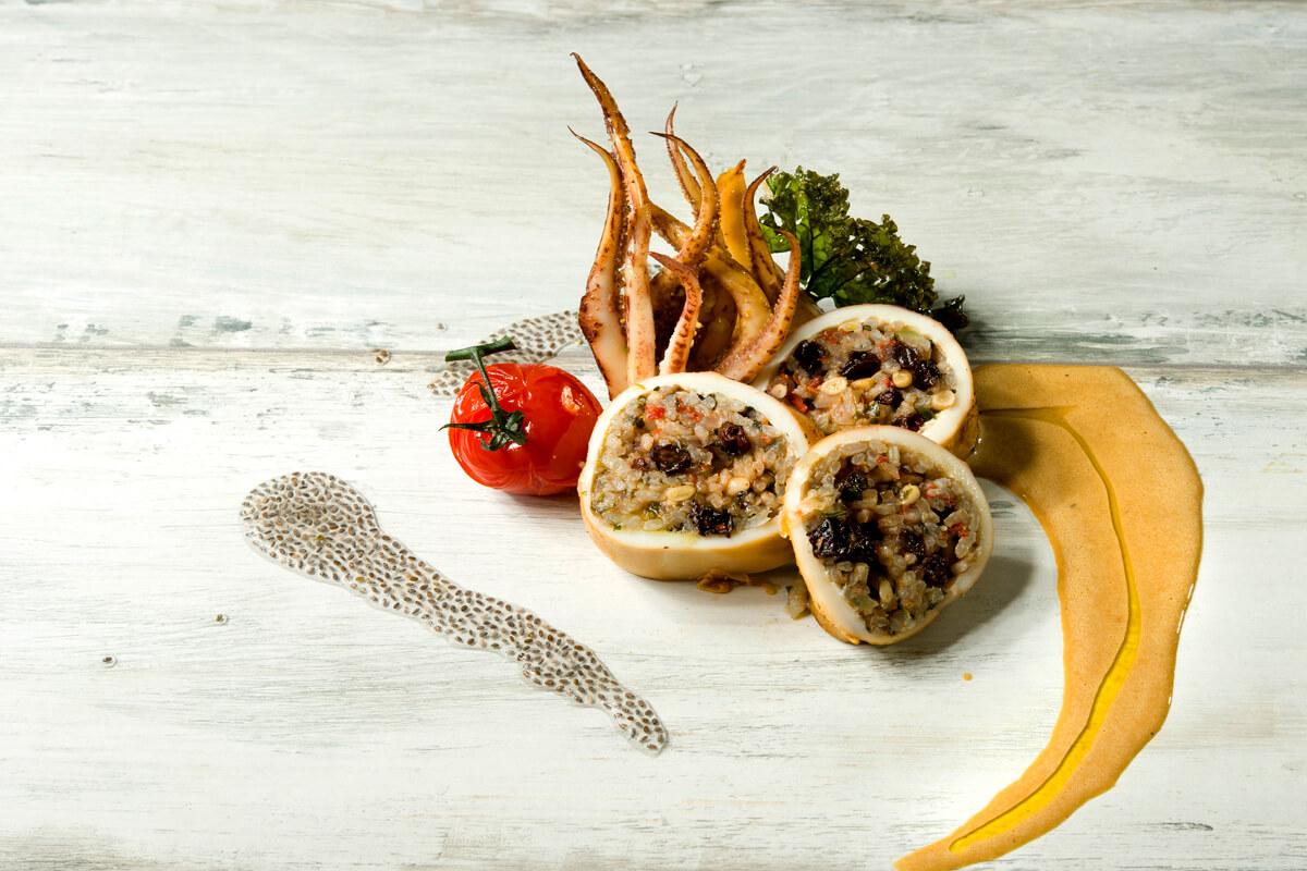 Καλαμαράκια γεμιστά με ρύζι Καβάλας - φωτογραφία Artware
