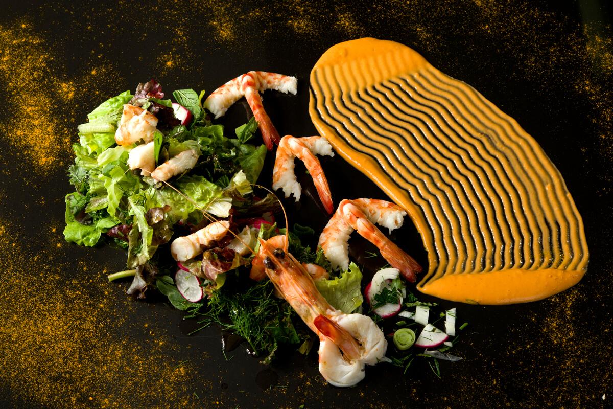 Παλιά Καβαλιώτικη σαλάτα με γαρίδες και σάλτσα από το ζουμί τους με ούζο Καβάλας - φωτογραφία Artware