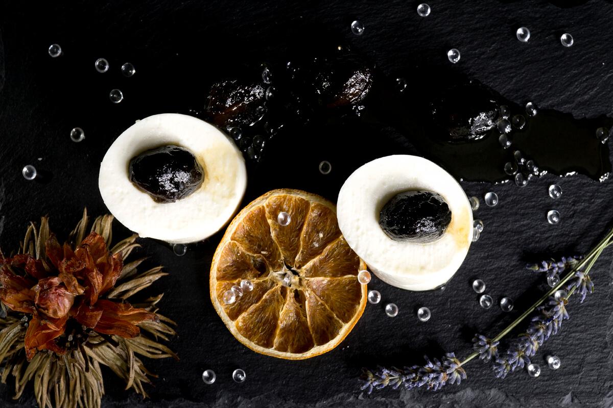 Μπαβαρουάζ γιαουρτιού με γλυκό καρυδάκι Θάσου - φωτογραφία Artware