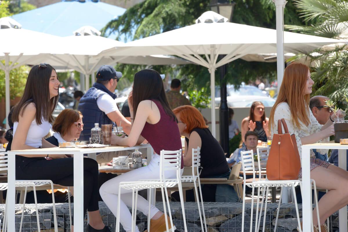 Καφέ στο λιμάνι Καβάλας - φωτογραφία Artware