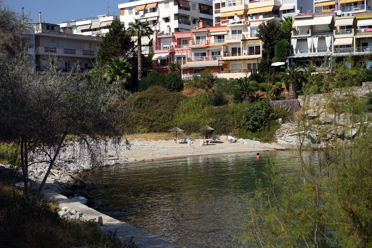 Beach located behind the Lucy Hotel - Photo by Ntinos Thomadakis