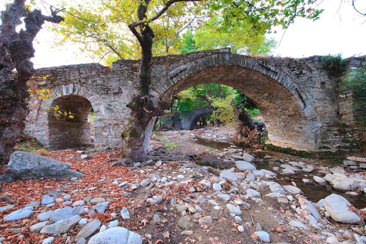 Πέτρινο γεφύρι Λεύκης - φωτογραφία Artware